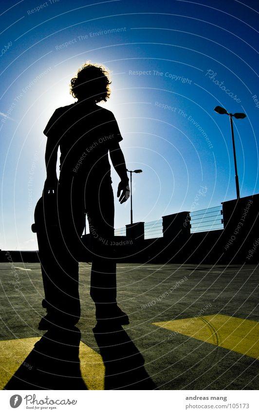Skateboarding is not a crime - Pt.I Mann Gegenlicht gelb Laterne parken Parkhaus stehen bedrohlich Gitter Zaun Parkplatz Himmel Porträt Verbote Streifen man