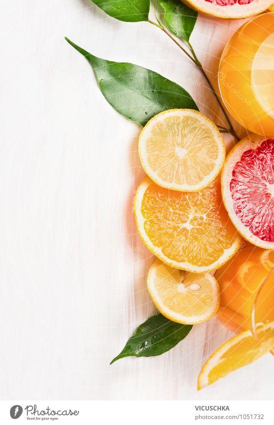 Zitrusfrüchte in Scheiben geschnitten Lebensmittel Frucht Orange Ernährung Frühstück Bioprodukte Vegetarische Ernährung Diät Limonade Saft Glas Stil Design