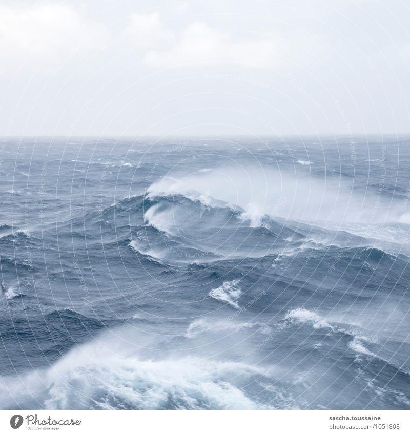 Kein Trinkwasser Himmel blau weiß Wasser Meer Einsamkeit Ferne kalt Bewegung Schwimmen & Baden Horizont Wetter Angst Wellen Wind ästhetisch