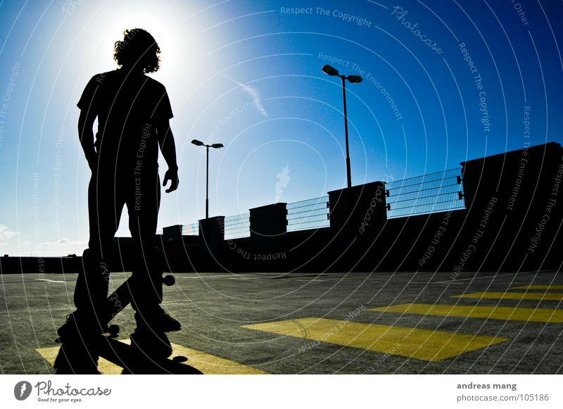 Skateboarding is not a crime - Pt.II Mann Gegenlicht gelb Laterne parken Parkhaus stehen bedrohlich Gitter Zaun Parkplatz Himmel Porträt Verbote Streifen man
