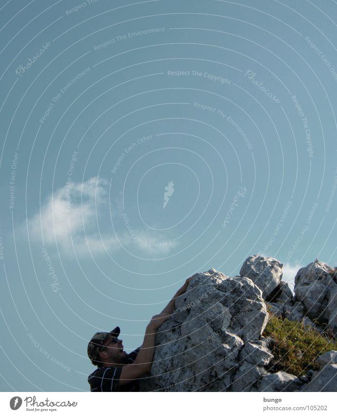 Marc kämpft Himmel Mann Wolken Berge u. Gebirge Angst Felsen festhalten Klettern schreien hängen Panik Schlucht Bergsteigen Berghang hilflos Überlebenskampf