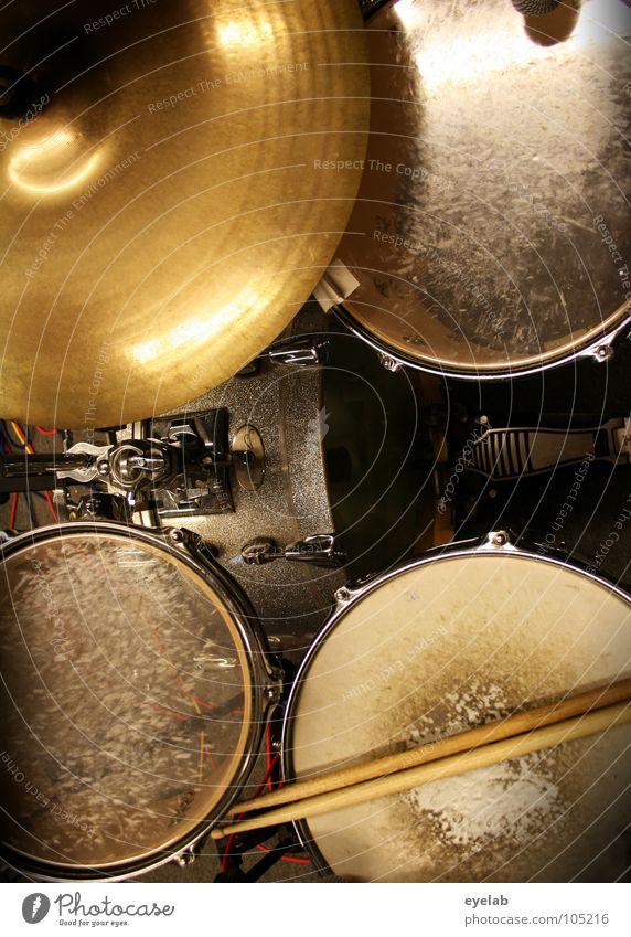 Schiessbudenzauber | Freund aller Hörgeräteakustiker Schlagzeug Trommel Becken Fell schlagen laut Lautstärke Takt Snare Vogelperspektive gebraucht Kick Ping