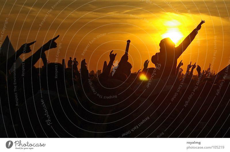 1:0 für das Gefühl Mensch Hand Jugendliche Himmel Sonne Sommer Freude gelb dunkel Party Gefühle Musik Glück Wärme Stimmung Tanzen