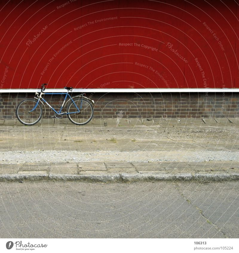 MADE IN GDR blau alt Stadt weiß rot Wand Wege & Pfade Mauer Metall Deutschland Fahrrad Kraft fahren Industriefotografie Dresden