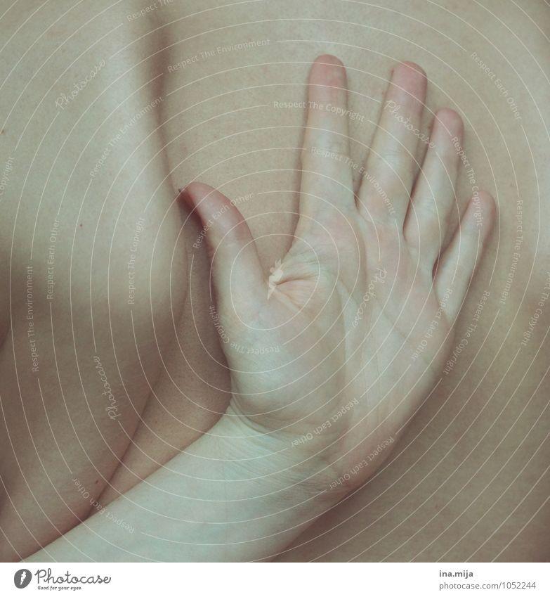 Handrücken Mensch Bewegung Gesundheit außergewöhnlich Haut Rücken Finger dünn sportlich nah Körperpflege Schmerz Schulter bleich beweglich
