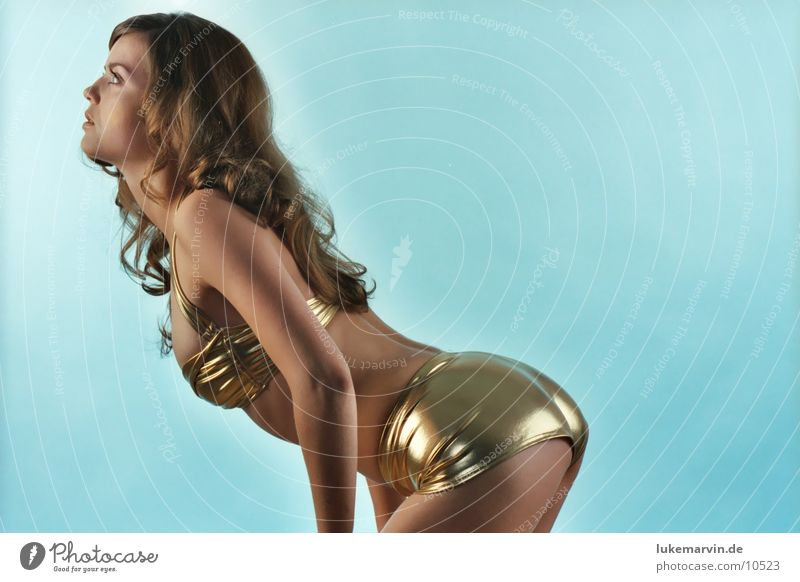 engel? Frau Erotik blond gold Model Bikini brünett Unterwäsche Locken Badebekleidung