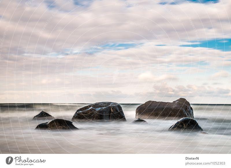 Ordnung Landschaft Wasser Himmel Wolken Wellen Küste Ostsee blau schwarz weiß Mecklenburg-Vorpommern Rügen Stein Felsen Horizont Langzeitbelichtung Farbfoto