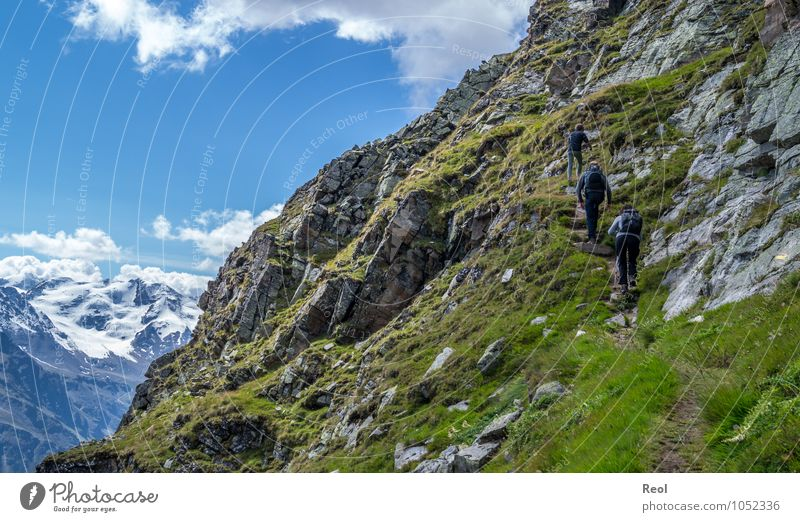 Immer höher Mensch Ferien & Urlaub & Reisen Sommer Landschaft Wolken Ferne Erwachsene Berge u. Gebirge Schnee Felsen Familie & Verwandtschaft Tourismus wandern