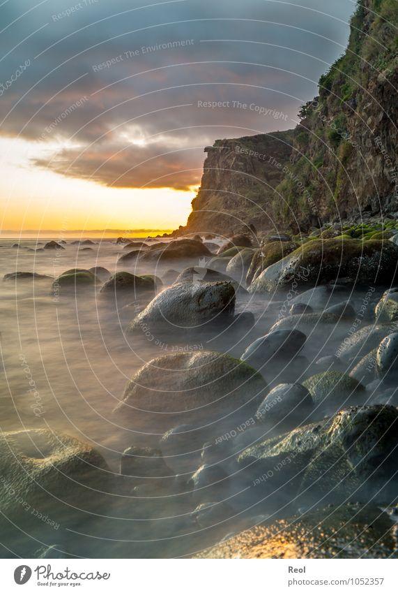 Meer am Abend II Himmel Natur Ferien & Urlaub & Reisen Wasser Sommer Landschaft Wolken Strand Ferne Küste Stein Felsen Erde Nebel Wellen
