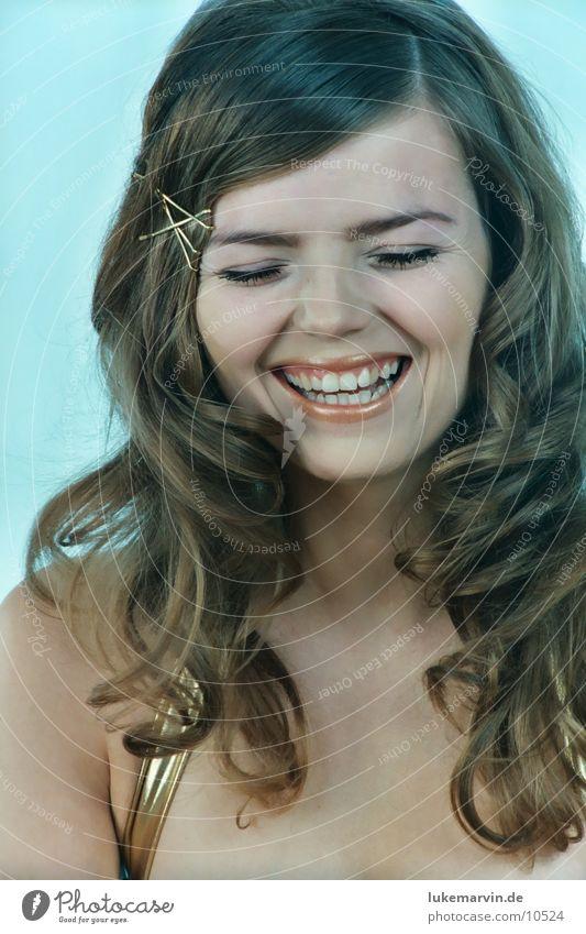 bitte lächeln Frau Model brünett blond Bikini Unterwäsche lachen Locken gold lukemarvin