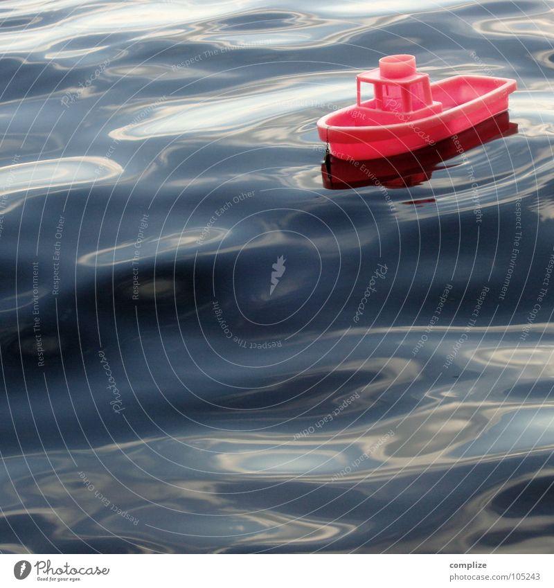 seenot Wasserfahrzeug Spielzeug Wellen See Meer Reflexion & Spiegelung rosa Fähre Spielen rot Wellengang Brandung Stil sehr wenige Seele Kapitän flau An Bord