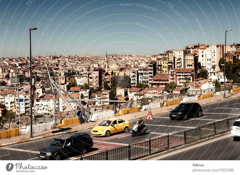 Istanbul Stadt Hauptstadt Hafenstadt Stadtzentrum Altstadt Skyline bevölkert überbevölkert Haus Brücke Verkehr Verkehrsmittel Verkehrswege Straßenverkehr