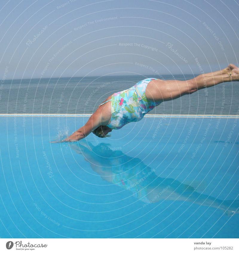 Kopfsprung deluxe VI Sommer Schwimmbad Ferien & Urlaub & Reisen Meer Badeanzug springen dick Frau nass tauchen unten spritzen Übergewicht Kühlung himmelblau
