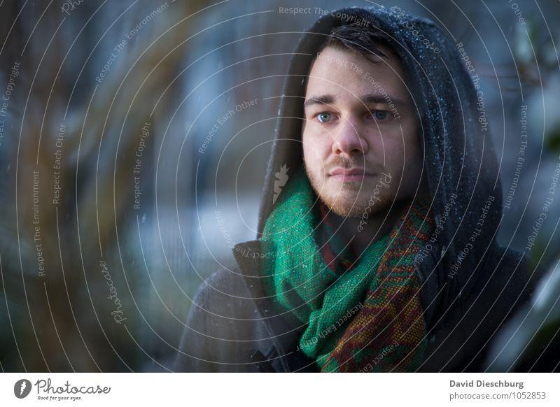 Frostig maskulin Junger Mann Jugendliche Bruder Gesicht 1 Mensch 18-30 Jahre Erwachsene Mantel Schal brünett kurzhaarig blau grau grün schwarz weiß Gefühle
