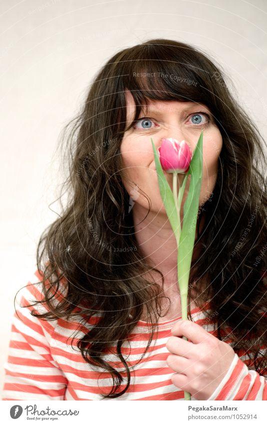 Nichts für Allergiker. Mensch Frau Jugendliche Pflanze Junge Frau Freude 18-30 Jahre Erwachsene Gesicht Leben Gefühle Liebe feminin Blüte Denken Stimmung