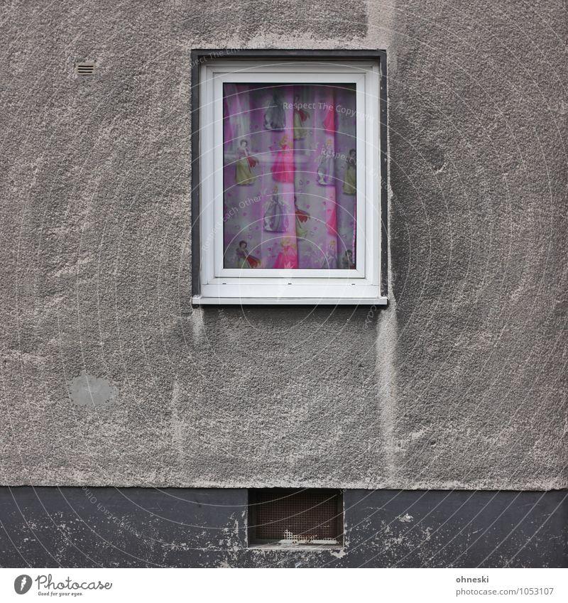 Bunt Haus Bauwerk Gebäude Architektur Mauer Wand Fassade Fenster Gardine Müdigkeit Verzweiflung Traurigkeit Farbfoto mehrfarbig Außenaufnahme