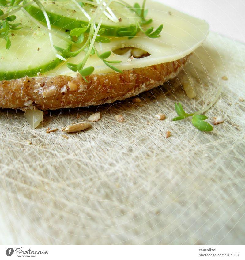 zum frühstück Brot Schneidebrett Holzbrett Abendessen Frühstück Kresse Korn Körnerbrot Ballaststoff Käse Gouda Kräuter & Gewürze Küche frisch Gesundheit