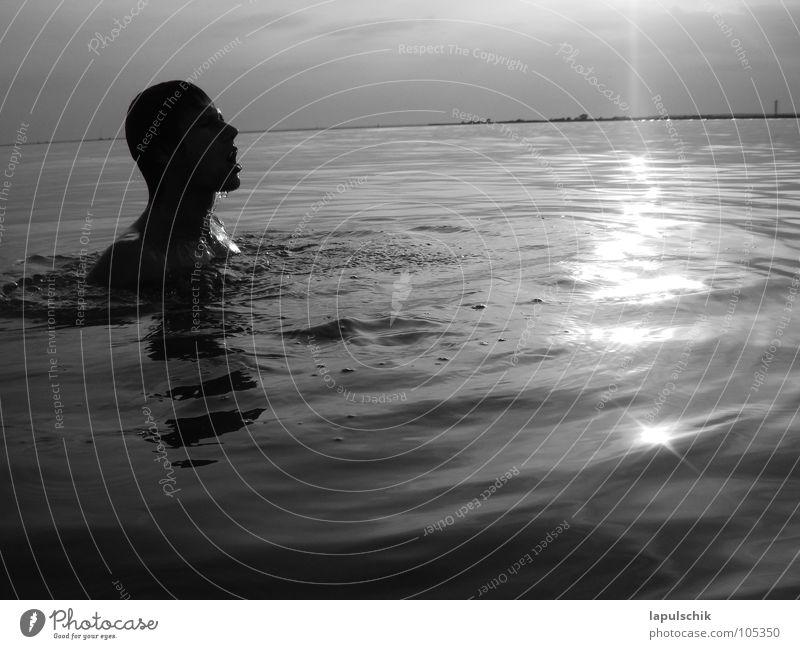 atemzug Himmel Mann Wasser Sonne Sommer Meer Wolken ruhig dunkel Landschaft Angst Schwimmen & Baden Wassertropfen Europa Trauer Sauberkeit