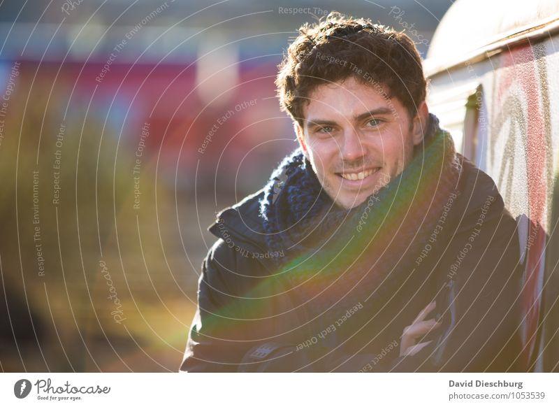 Happy Philipp maskulin Junger Mann Jugendliche Kopf Gesicht 1 Mensch 18-30 Jahre Erwachsene Jacke Schal brünett kurzhaarig Locken Gefühle Freude Glück