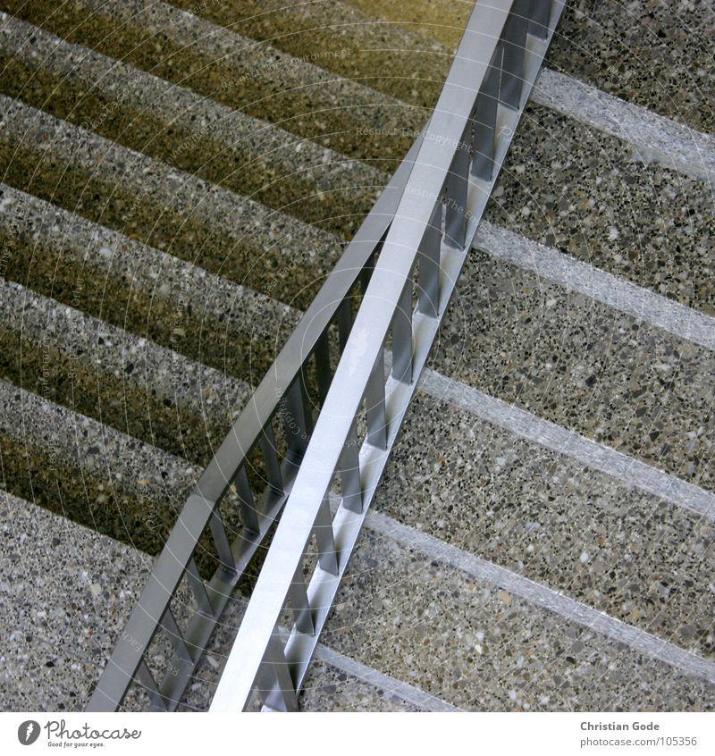 Traffic point grau Stein Architektur Treppe Stahl Etage aufwärts Flur Geländer abwärts Verabredung Treppenhaus Volleyball Sporthalle Gegenverkehr