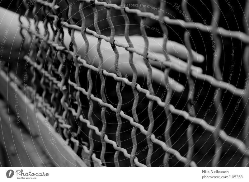 Wo wohl die Hilfe verbleibt gefangen Hand Verzweiflung Einsamkeit trist sinnlos Ausbruch Hoffnung Trauer Justizvollzugsanstalt Suche Lust Angst Versuch