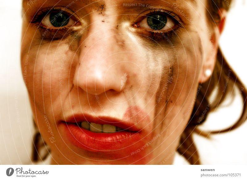 tja geschminkt Schminke dreckig Gleichgültigkeit selbstbewußt Lippen hässlich makaber Frau mischen rot schwarz Verschmitzt schön Auge Nase Gesicht Mensch