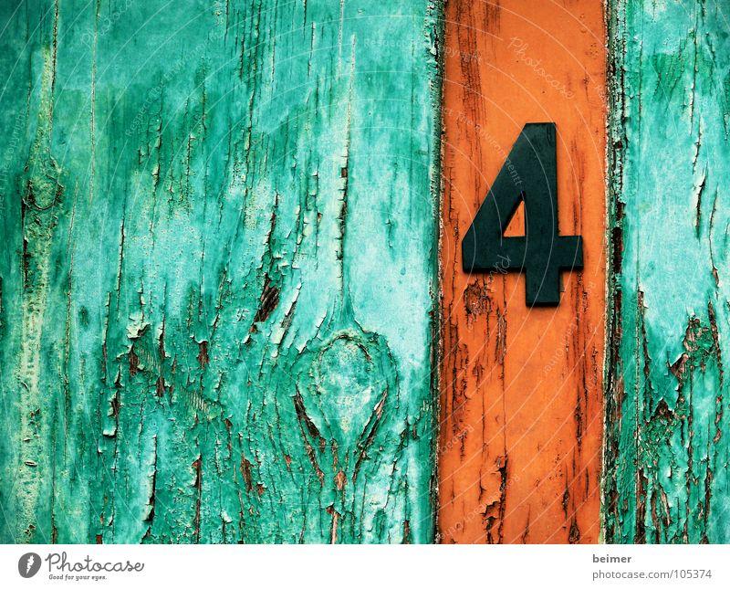 Nummer4 Ziffern & Zahlen Holz grün braun Tür alt orange Farbe verfallen