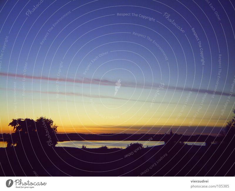 Sonnenuntergang im Sommer Himmel Natur Pflanze blau Sommer Wasser Baum Sonne gelb Romantik Kitsch