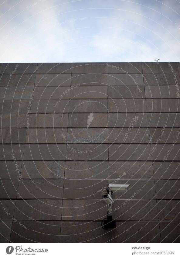 I'll be watching you Himmel Stadt Umwelt Architektur Gebäude Kommunizieren Schönes Wetter Beton Neugier Bauwerk Hauptstadt Bankgebäude Stadtzentrum gruselig