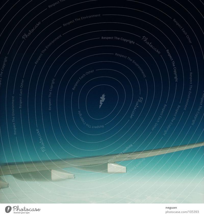zwischenraumfluegel Himmel blau weiß Ferien & Urlaub & Reisen Wolken schwarz kalt Schnee Metall Erde Flugzeug Luftverkehr Flügel Weltall Maschine Haarschnitt
