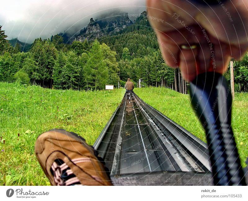 Knüppel vor! Gib Gummi II Sommer Rodelbahn Rodeln Tegelberg Allgäu steil Schuhe sitzen stoppen braun grün Keule drücken Tegelbergbahn Geschwindigkeit langsam