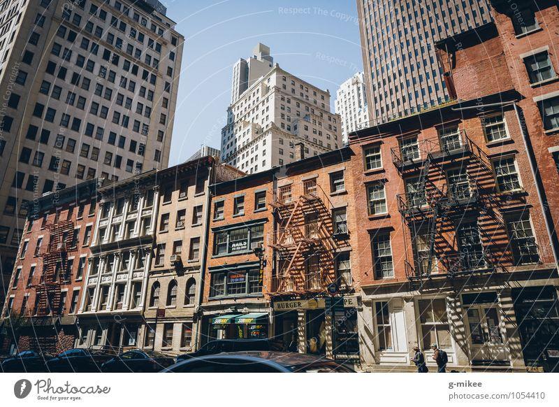 Seitenstraßen von New York Stadt Straße Gebäude modern Hochhaus groß Stadtzentrum Stars and Stripes New York City
