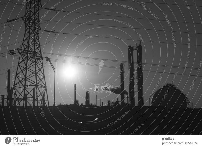 Industrie Technik & Technologie Fortschritt Zukunft Industrieanlage Fabrik Metall gigantisch modern Stadt schwarz Schwarzweißfoto Außenaufnahme Menschenleer
