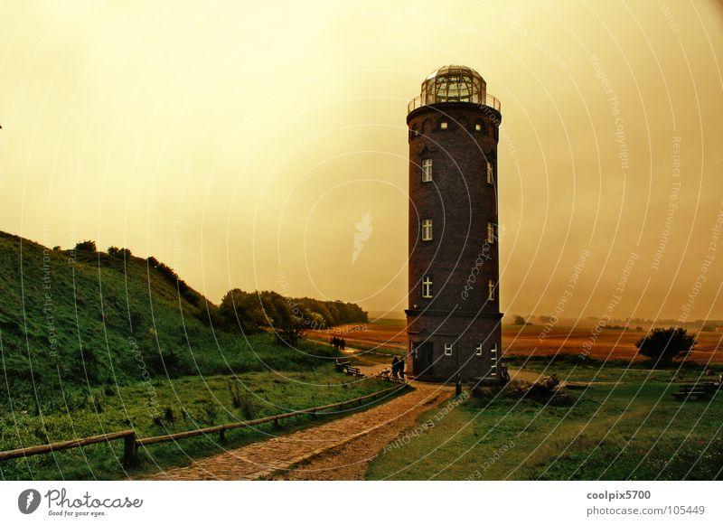 Peilturm am Kap Arkona Leuchtturm Rügen Meer Ferien & Urlaub & Reisen Strand Wasserfahrzeug Licht Lampe Wiese Küste gelb rot weiß Wolken schlechtes Wetter