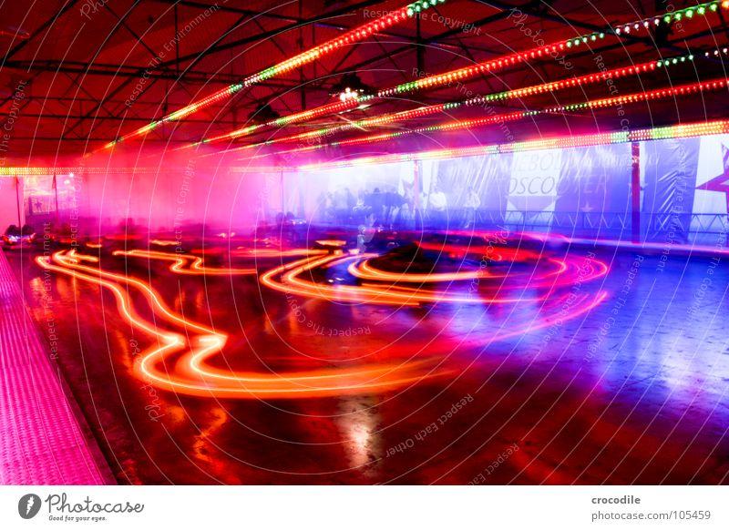 autoscooter II blau rot Freude PKW rosa Nebel Geschwindigkeit Elektrizität violett Jahrmarkt Bayern Auto-Skooter