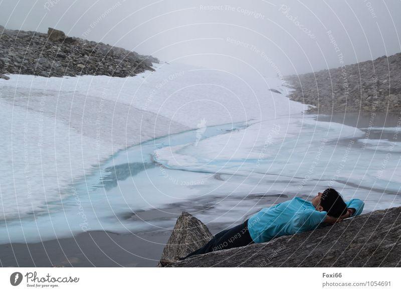 entspannen feminin Frau Erwachsene 1 Mensch 45-60 Jahre Himmel Sommer Klima Klimawandel Nebel Eis Frost Berge u. Gebirge Gletscher berühren Denken Erholung