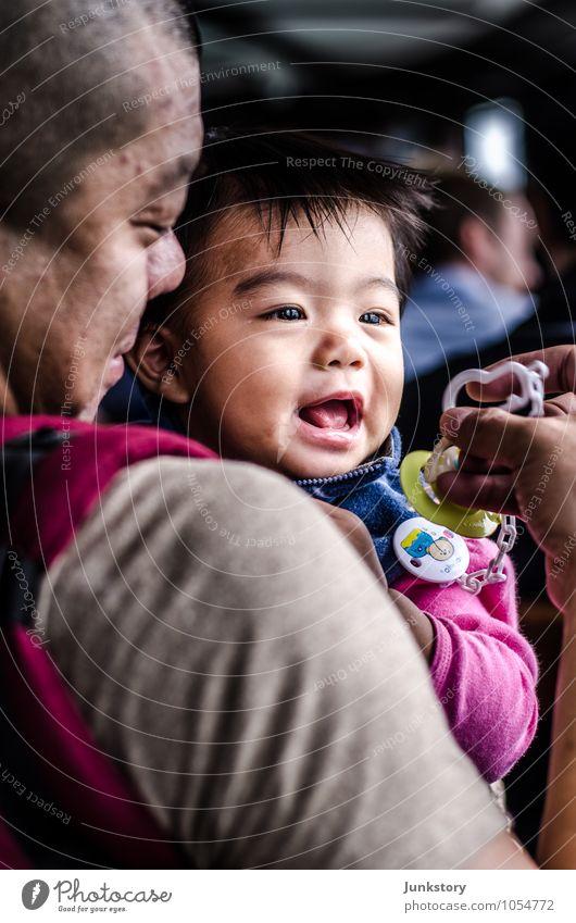 Long and Tao #1 Mensch Kind Mann Erwachsene Leben Glück lachen Familie & Verwandtschaft Zusammensein Tourismus Kindheit Fröhlichkeit Ausflug Baby beobachten Warmherzigkeit