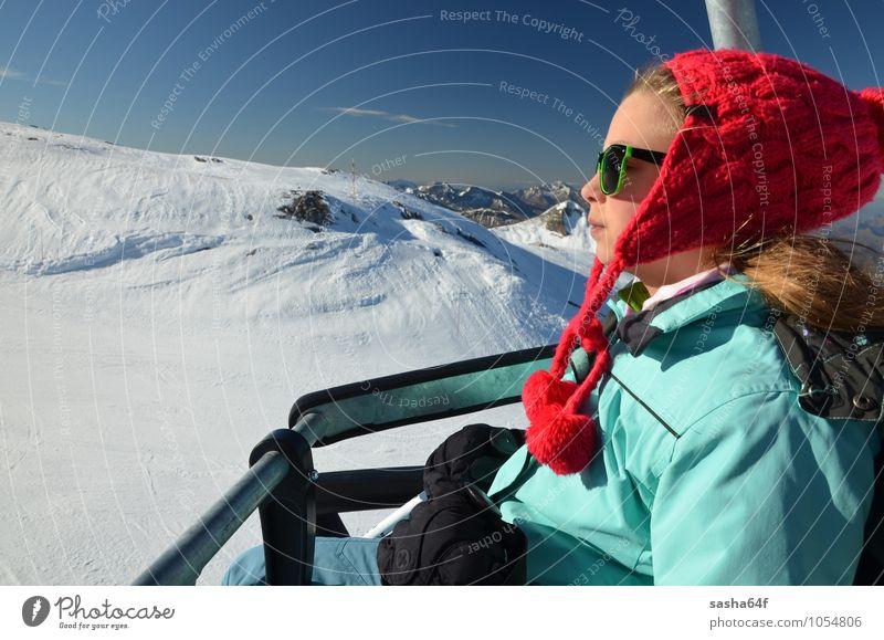 Junges Mädchen auf dem Sessellift im Skigebiet Lifestyle Erholung Ferien & Urlaub & Reisen Winter Schnee Winterurlaub Berge u. Gebirge Stuhl Sport Skifahren