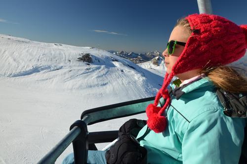 Mensch Frau Kind Natur Ferien & Urlaub & Reisen Jugendliche weiß Erholung rot Mädchen Winter kalt Erwachsene Berge u. Gebirge Schnee Sport