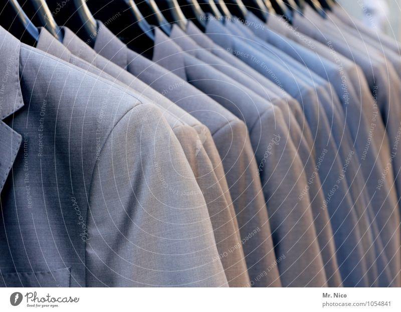 abhängen Lifestyle kaufen elegant Stil Mode Anzug wählen grau Bekleidung Kleiderständer Kleiderschrank Einkaufscenter Größenunterschied Stoff schick