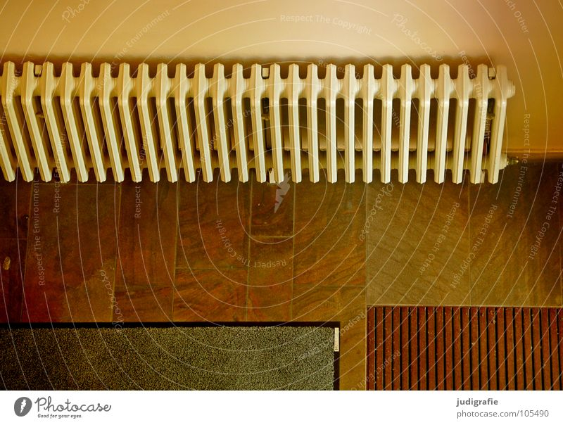 Warmer Empfang Eingang Treppenhaus Flur Heizkörper heizen Fußmatte Wand Gebäude Geometrie Detailaufnahme Farbe Raum schmutzmatte Fliesen u. Kacheln Linie