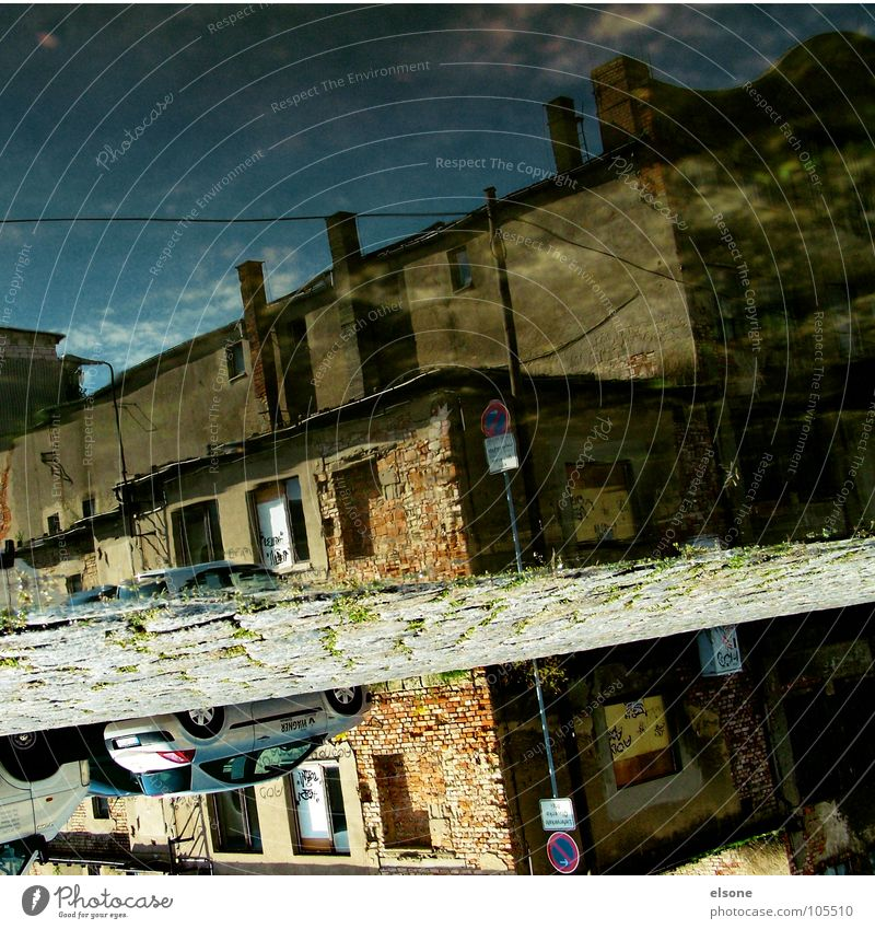 water_love nass feucht trocken Pfütze alt leer verfallen kaputt Haus Gebäude Fabrik Einsamkeit Streifen vertikal Reflexion & Spiegelung 180 Grad Celsius gedreht