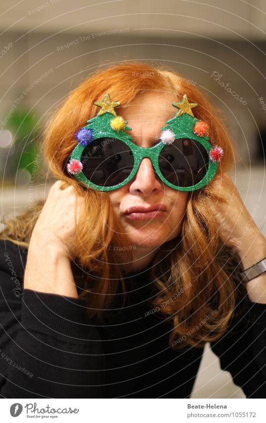 Jippih, bald ist Weihnachten 1/2 Mensch Frau Weihnachten & Advent grün rot ruhig Erwachsene Anti-Weihnachten Gefühle natürlich Feste & Feiern außergewöhnlich