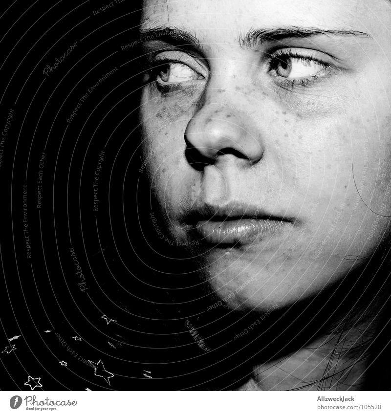 Warum Denken traurig macht Frau Einsamkeit Gesicht schwarz dunkel Kopf Denken Traurigkeit Trauer Konzentration Verzweiflung Sommersprossen