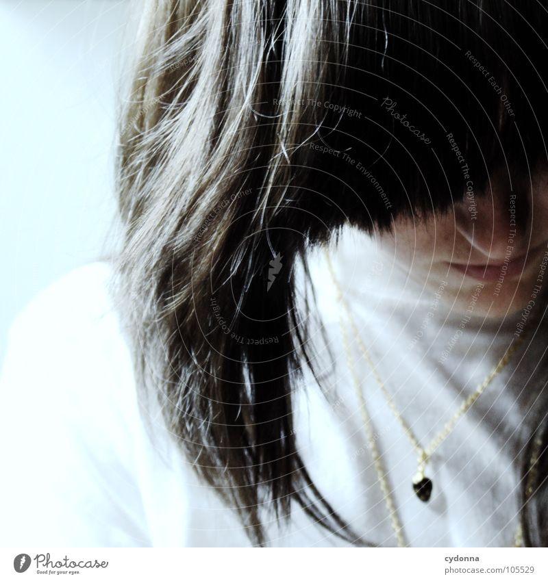 self-engrossed Mensch Frau Natur Einsamkeit Gesicht Gefühle Haare & Frisuren Kopf Denken hell Mund Nase erleuchten verstecken brünett Kette
