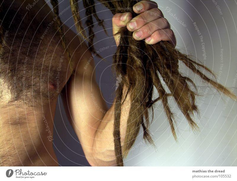 Mathias The Dread V Rastalocken Filz lang dunkel Oberkörper Oberarm Gefäße Mann maskulin stark bedrohlich Schulter verdeckt Nervosität Lichtspiel Schattenspiel