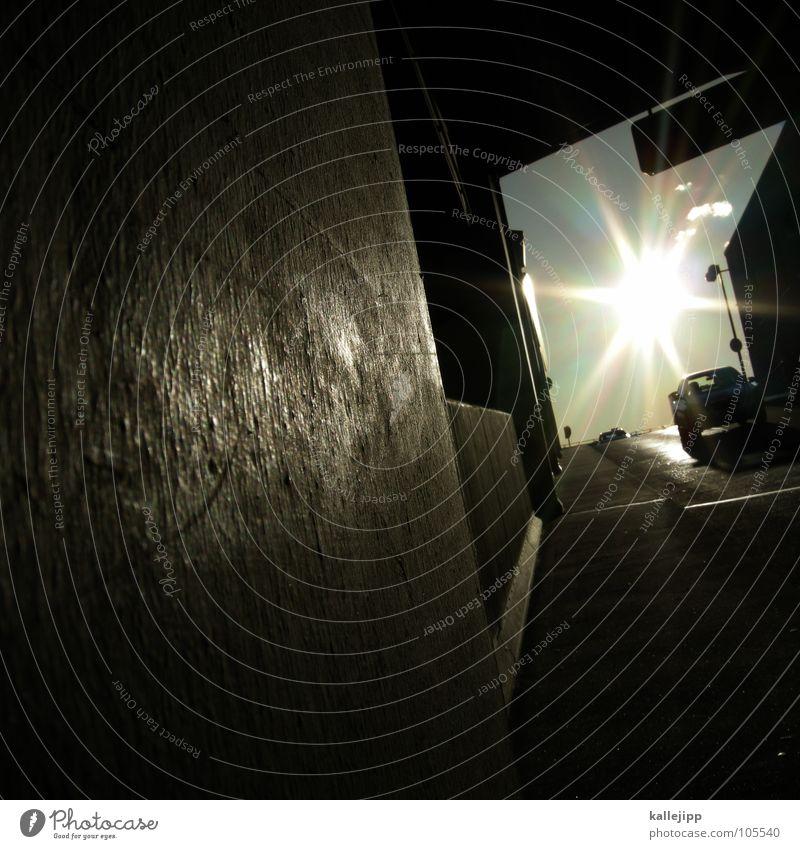 * Garage Parkhaus Einfahrt Autobahnauffahrt Licht Strahlung Laterne Schacht Pickup Wand Beton Spiegel dunkel PKW Wagen Verkehr Portwein Architektur carport