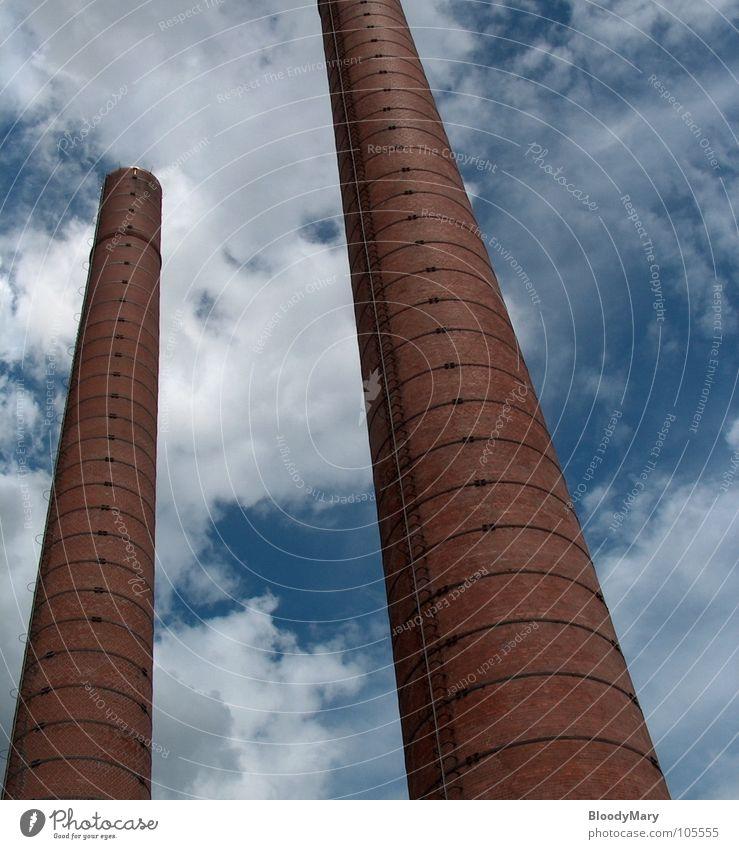Twins weiß blau rot Wolken Hochhaus Industrie Niveau Backstein historisch Kassel Himmelsstürmer