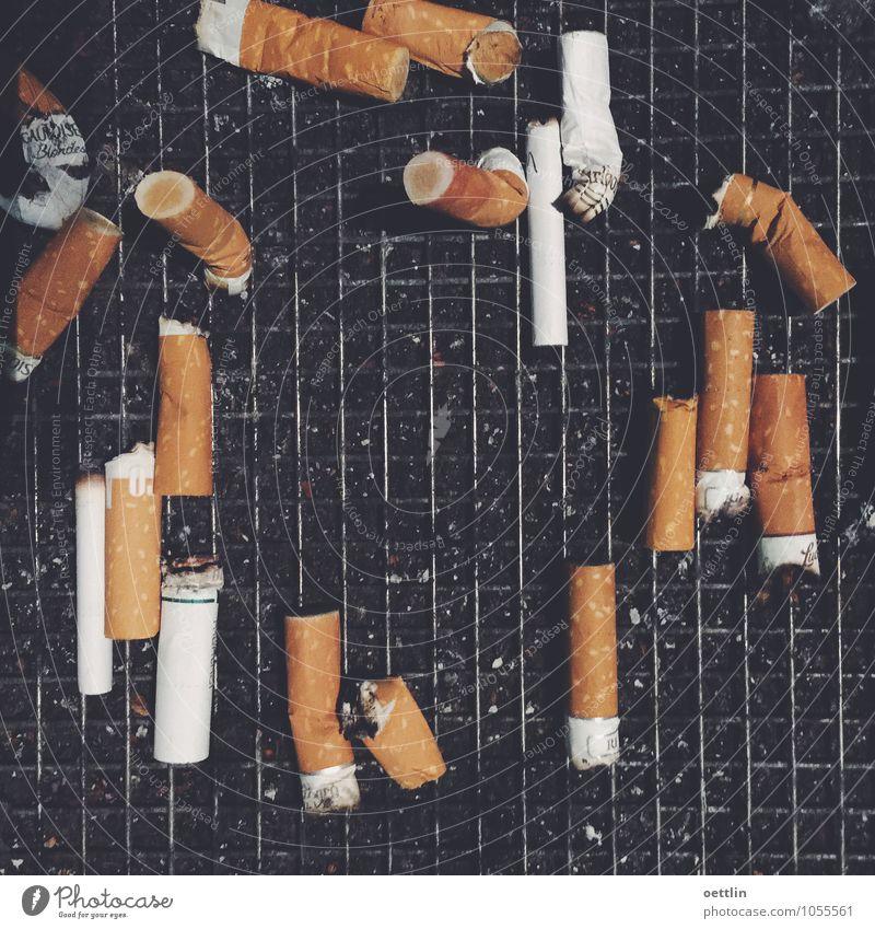 Allerlei mit Fluppe weiß schwarz kalt gelb Tod Gesundheit Business dreckig Beton Rauchen Schmerz chaotisch Rauschmittel anstrengen Ekel Verbote