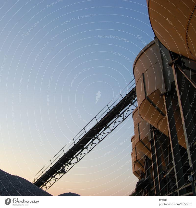 Kiesgrube Dämmerung Stimmung ruhig Förderband Industrie Silo Rohstoffe & Kraftstoffe Arbeit & Erwerbstätigkeit Halde Handel Wirtschaft Lager aufbewahren